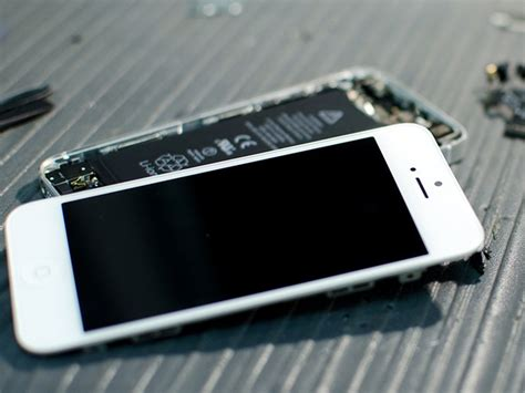 How to replace a cracked or broken screen on an iPhone 5