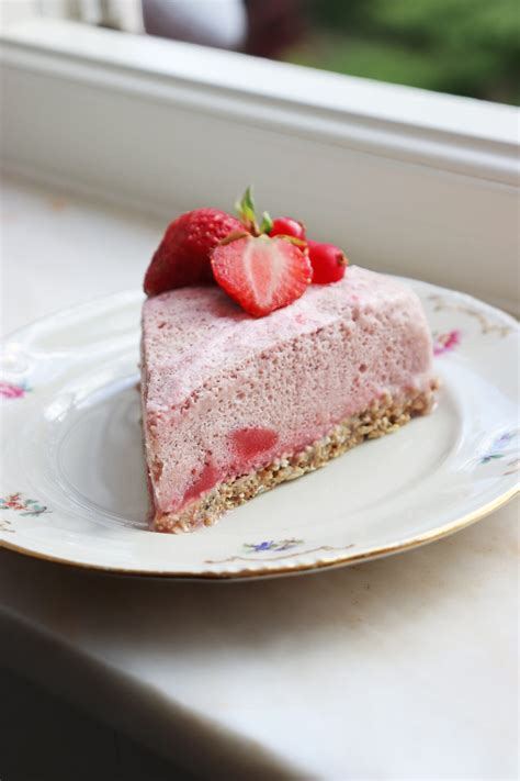 The Fluffiest Frozen Strawberry Mousse Cake – The Veggienator