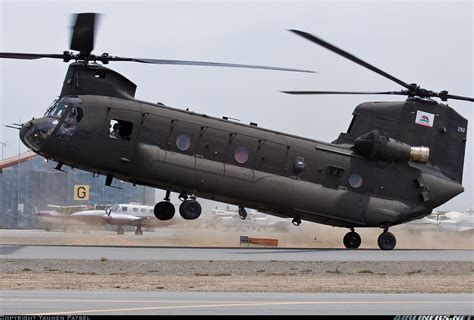 Deadly Boeing CH-47 Chinook   Army and Weapons
