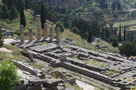 The Pythia – Priestess of Ancient Delphi (Article